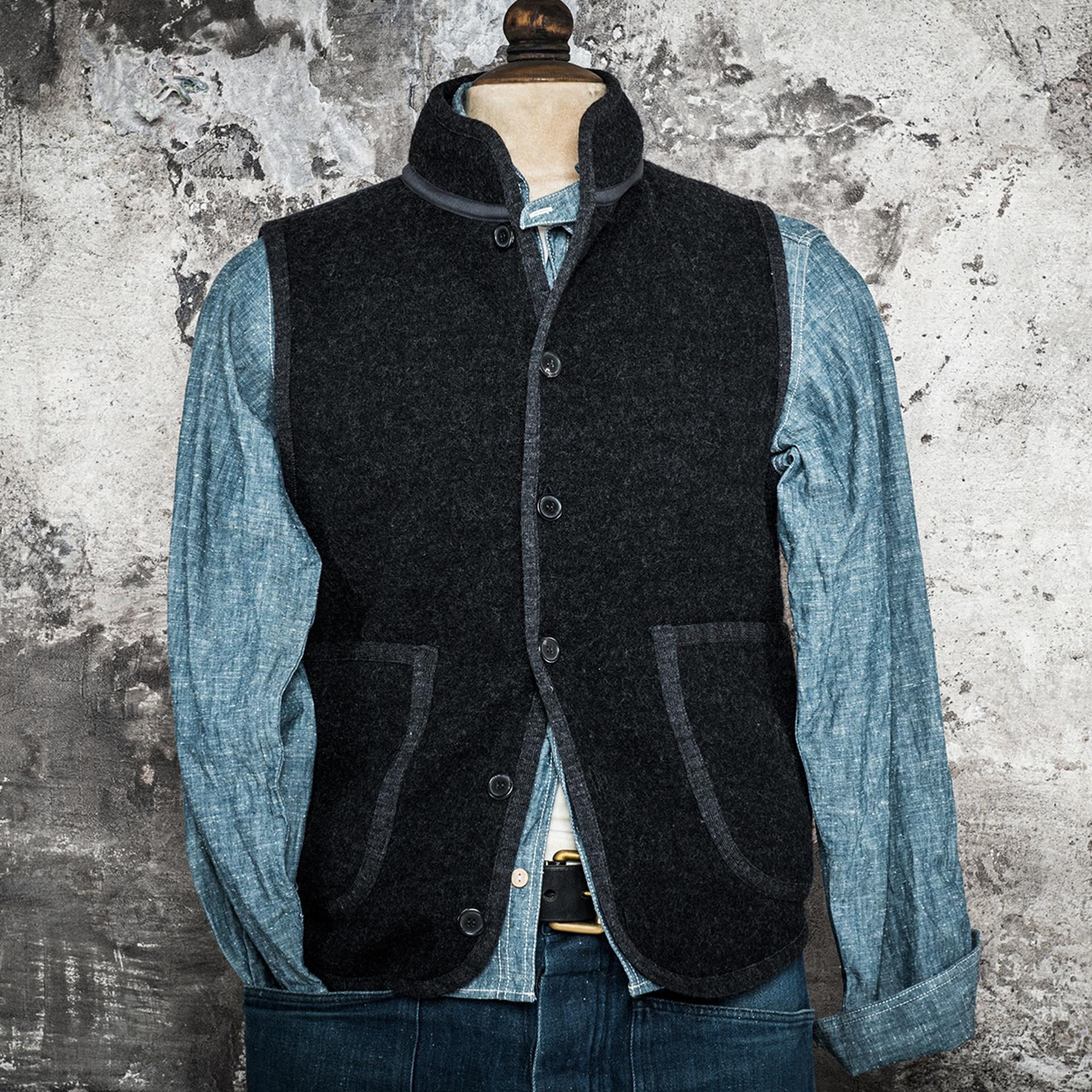 THE OFFICER COLLAR VEST